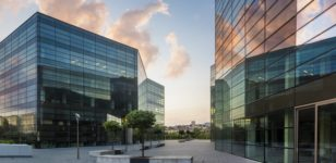 glass-syscrapers-in-a-business-park-commercial-property-litigation-solicitor